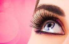 """A Sóbrancelhas marca especializada na """"produção do olhar"""", criou um Sérum Nutritivo para auxiliar no crescimento e fortalecimento dos cílios e dos pelos da sobrancelha, deixando-os mais longos, espessos e preenchidos, além de reduzir a queda."""